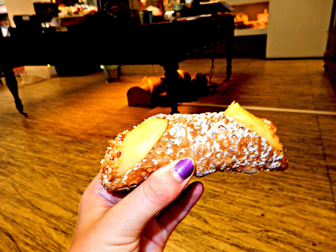 Custard filled cannolo from I Dolci di Vincenza.